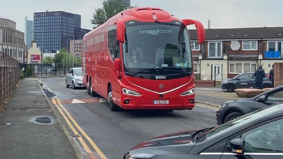 """Клубный автобус """"Ливерпуля"""" заблокировали, но он оказался пуст"""