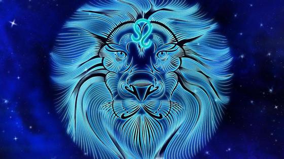 Знак зодиака Лев на синем фоне