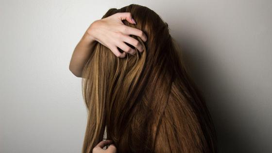 Длинные волосы девушки
