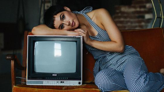 Девушка и телевизор