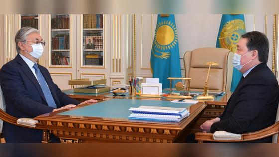 Президент Казахстана Касым-Жомарт Токаев и премьер-министр РК Аскар Мамин
