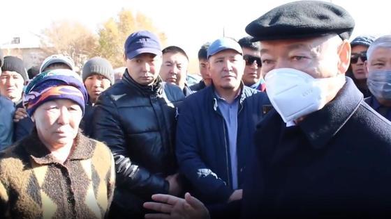 Даниал Ахметов на встрече с жителями сел Маканчи и Каратум