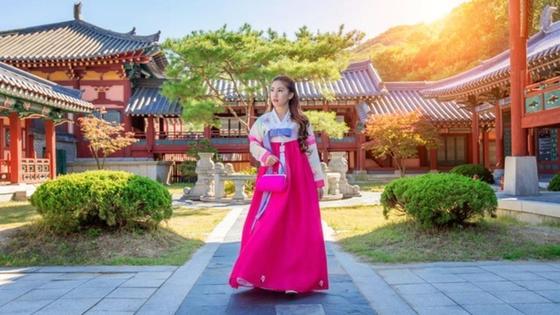 Кореянка в ханбоке