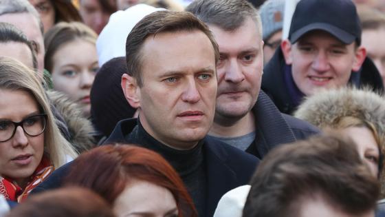 Алексей Навальный в толпе