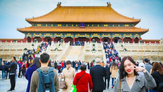 Туристы осматривают достопримечательности Китая