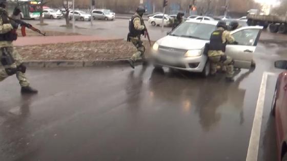 Спецназ задерживает водителя