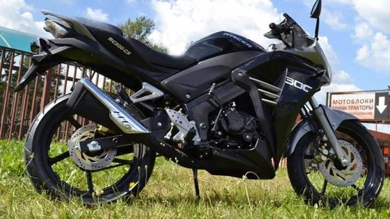 Краденый черный мотоцикл марки Racer