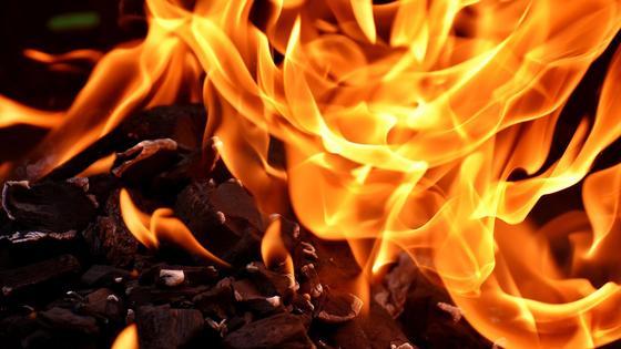 Пламя огня горит