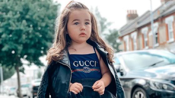 Девочка в дизайнерской одежде