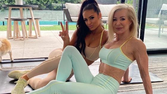 Лесли Максвелли и ее внучка Тиа Кристофи