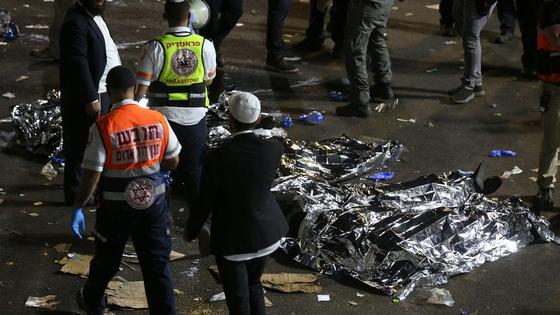Спасатели вытащили тела погибших в Израиле