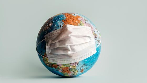 Глобус в маске