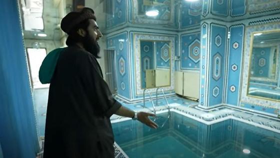 Талибы во дворце