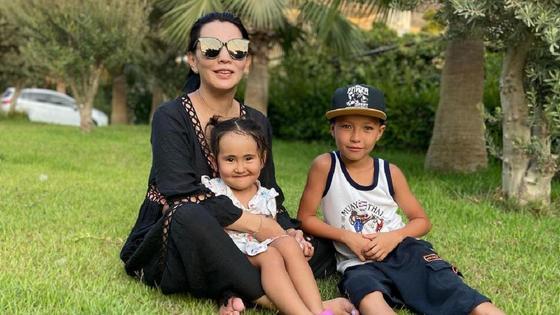 Айгуль Мукей с сыном и дочерью