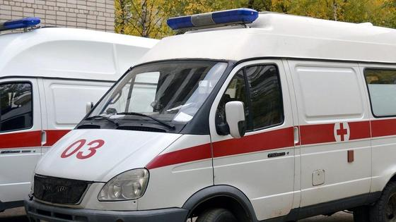 Машины скорой помощи стоят в ряд