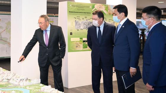 Назарбаев смотрит генплан