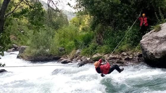 Спасатели в горах в Туркестанской области