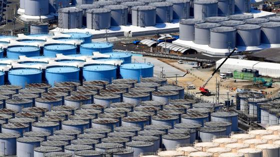 """Резервуары с загрязненной радиацией водой на АЭС """"Фукусима"""""""