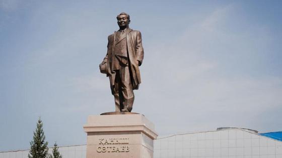 Памятник Канышу Сатпаеву