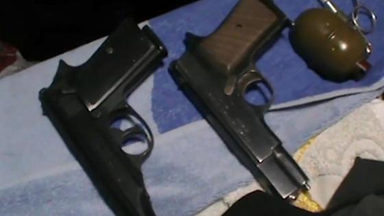 Два пистолета и граната