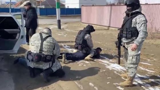 спецназ задерживает мужчину
