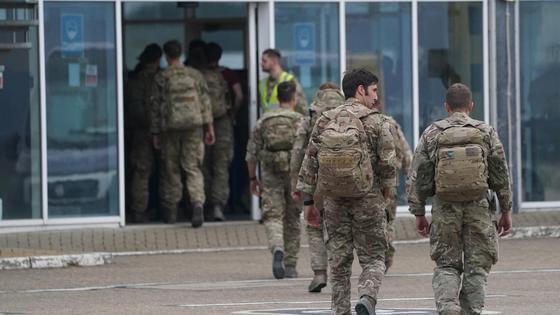 Военные в аэропорту