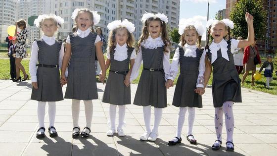 Нарядные школьницы на 1 сентября