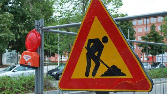 Знак дорожных работ