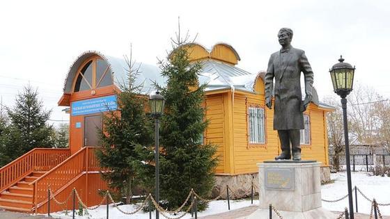памятник Магжану Жумабаеву
