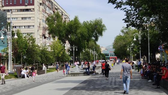 Алматинцы гуляют по Арбату