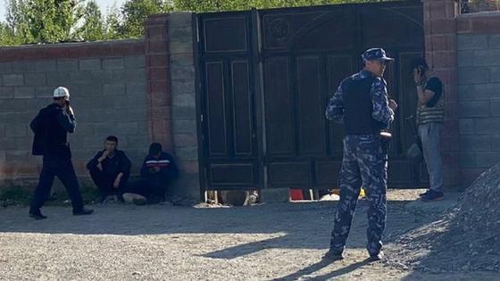 Сотрудники милиции и кыргызстанцы