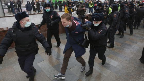 Полиция задержала участника митингов