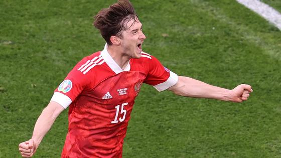 Алексей Миранчук празднует гол в ворота Финляндии