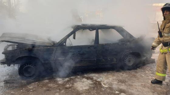 Машина сгорела при пожаре в гараже