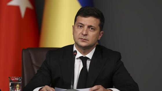 Владимир Зеленский перед микрофоном