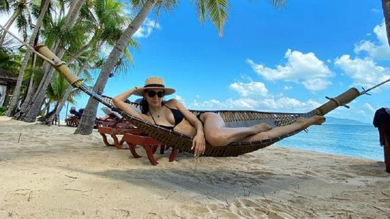 Аружан Джазильбекова на пляже