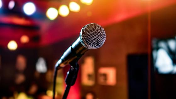 Микрофон в караоке