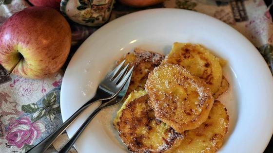 Рецепт оладушек на кефире с яблоками