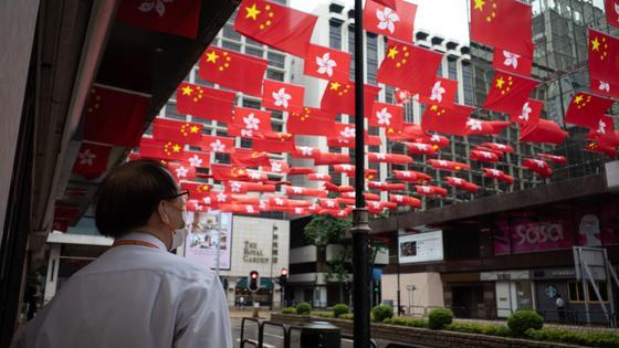 Флаги Китая и Гонконга