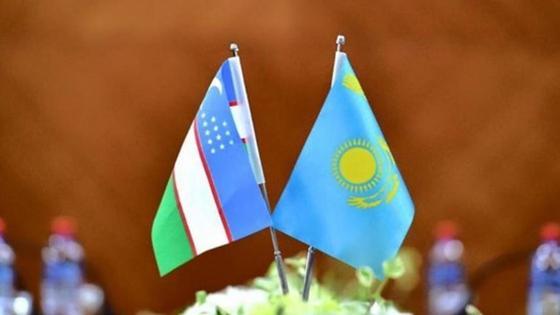 флаги Узбекистана и Казахстана