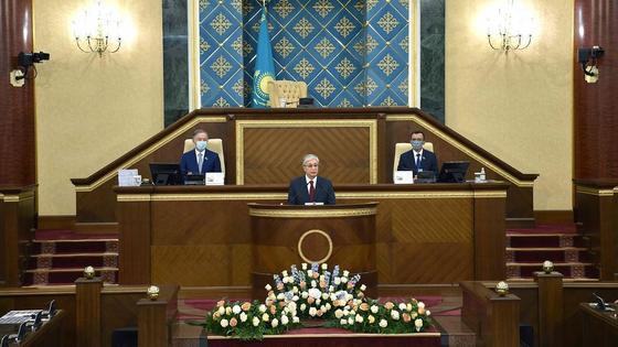 Касым-Жомарт Токаев выступает в парламенте