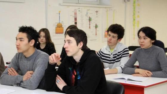 Учащиеся колледжа на лекции