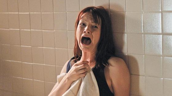 кадр из фильма ужасов (кричащая девушка)