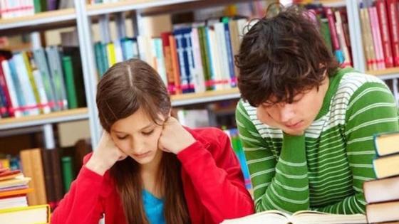 Подростки читают