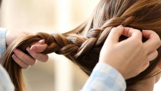 Красивые прически на средние волосы в школу
