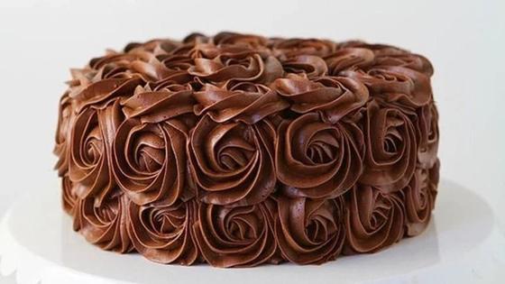 Торт, покрытый шоколадным кремом