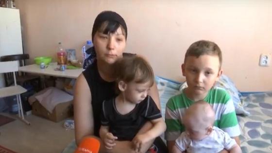 Виктория Хусаинова с тремя детьми