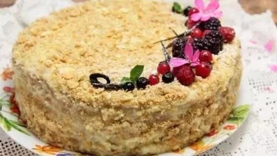 Торт «Наполеон»: простой рецепт из слоеного теста