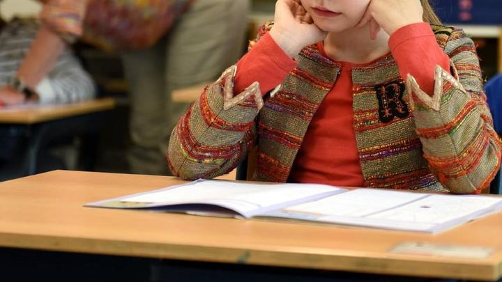 Дежурный класс закрыли на карантин в Уральске